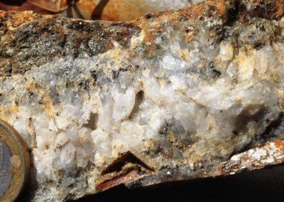 Quartz crystalline-pyrite-chalcopyrite-sphalerite